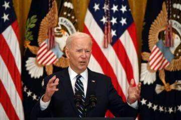 Biden duplica meta de vacunación anticovid y dice que piensa postularse en 2024