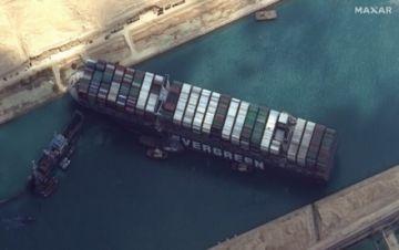 """El buque encallado en el Canal de Suez podría ser reflotado la """"próxima semana"""""""