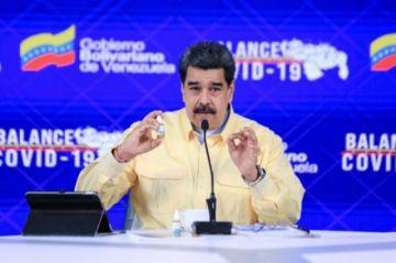"""Facebook """"bloquea"""" por un mes cuenta de Maduro por """"violar"""" política sobre desinformación"""
