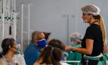 Luchas y dramas de una médica que regresó a Brasil para combatir la pandemia