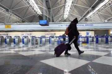 Autoridad sanitaria de EEUU dice que vacunados contra covid pueden viajar con precauciones