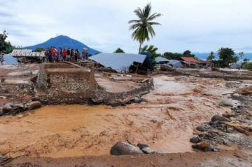 Reportan que hay 120 muertos en inundaciones en Indonesia y Timor Oriental