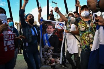 Grupos civiles piden renuncia de presidente de Honduras señalado de narcotráfico