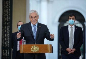 Presidente de Chile promulga ley que posterga por cinco semanas elección de constituyentes