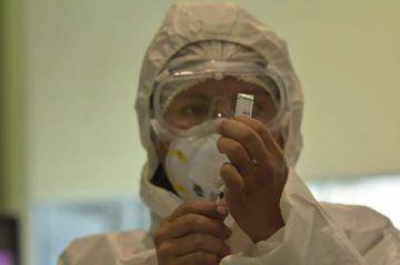 Oficialismo y oposición chocan por la distribución de vacunas