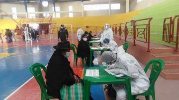 Primer día de vacunación llega a más de 1.500 personas en Potosí
