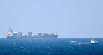 Explota un navío iraní en el mar Rojo y las sospechas apuntan a Israel