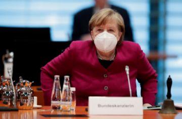 """Merkel apoya la idea de aplicar un """"confinamiento corto"""" en toda Alemania"""