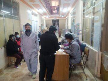 En el centro de salud San Roque vacuna a un centenar de pacientes por día
