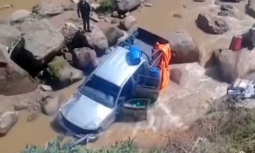 Se accidenta camioneta que llevaba material electoral en el Chaco chuquisaqueño
