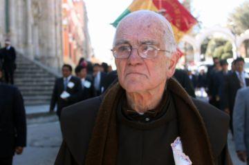Senado se niega a distinguir al padre Eugenio Natalini por ser sacerdote