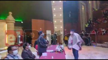 El gobernador electo de Potosí recibe su credencial oficial