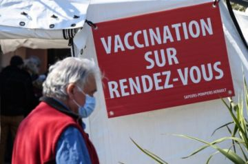Vacunación con AstraZeneca se atasca, mientras la pandemia avanza con nuevos récords