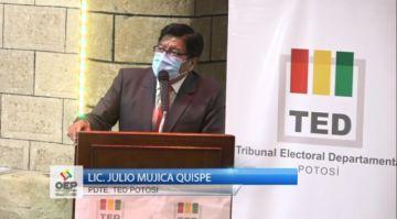 Se realiza el acto de entrega de credenciales a las autoridades electas en Potosí