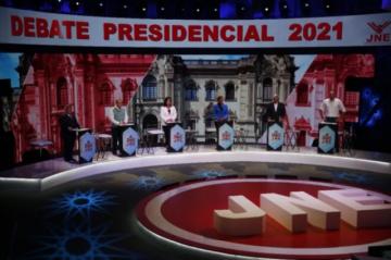 Perú llega a comicios presidenciales sin favoritos y con récord de casos de covid-19