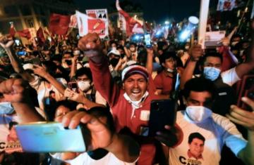 Perú vota en una presidencial sin favoritos en la semana más mortal de la pandemia