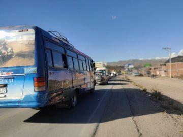 Implantan doble tranca en el camino a Tarapaya