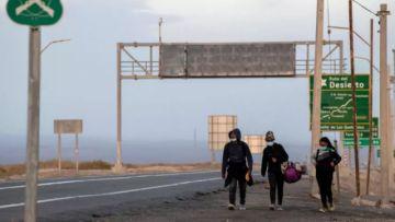 Piñera promulga ley migratoria que facilita expulsiones administrativas en Chile