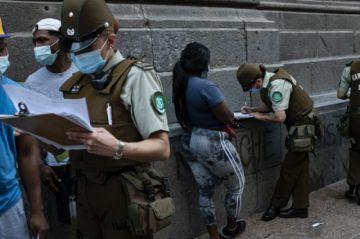 Migrantes están desesperados por regularizarse en Chile ante ley que facilita expulsión de indocumentados