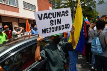 Médicos y enfermeras protestan para pedir vacunas contra covid-19 en Venezuela