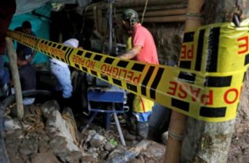 Brigadas recuperan los cuerpos de 11 mineros atrapados por inundación en Colombia