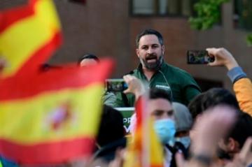 Surge escándalo en España por cartel de la extrema derecha sobre menores migrantes