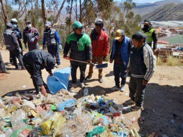 Voluntarios  se unieron en la limpieza del Bosquecillo de Huachacalla