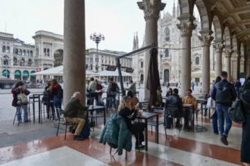 Italia reabre restaurantes, cines y museos, Draghi revela colosal plan económico