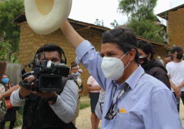 Izquierdista Castillo lidera sondeos presidenciales en Perú ante derechista Fujimori