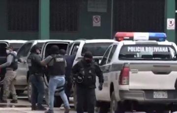 Santa Cruz: Cae banda de atracadores de bolivianos y peruanos que tenían armas y distintivos de la Felcn