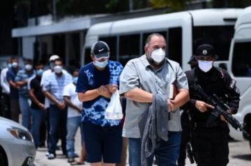 Detienen a dos alcaldes en redada anticorrupción en El Salvador