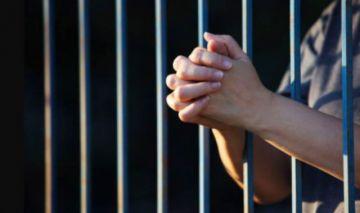 Tras 17 años, otorgan libertad condicional a mujer sentenciada por asesinato y que alegó legítima defensa