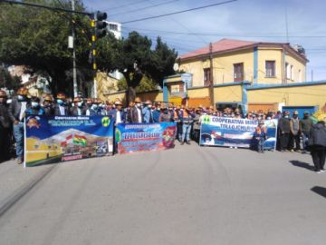 Cooperativas mineras en Potosí celebran su aniversario divididos