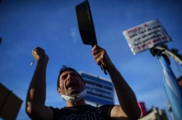 Argentina prorroga restricciones y prevé semanas difíciles por covid-19