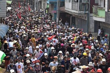 """Los manifestantes de Birmania piden una """"primavera revolucionaria"""""""