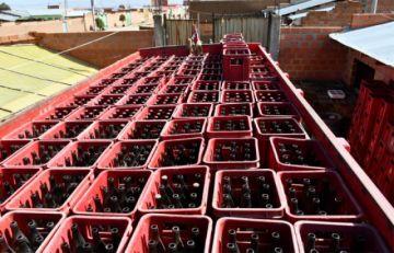 Detienen a 18 personas vinculadas a falsificar cerveza; cinco dieron positivo a Covid