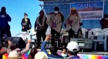 Jhonny Mamani participa de ceremonia ancestral en Uyuni
