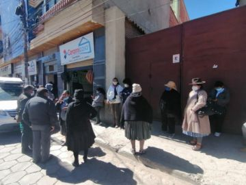 Hay filas en el centro de Salud San Roque para recibir la vacuna