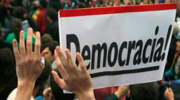 Politólogos advierten que la institucionalidad democrática en Bolivia es socavada por el populismo
