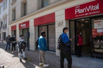 Reportan que hay más de 3,2 millones de solicitudes en el inicio del tercer retiro de pensiones en Chile