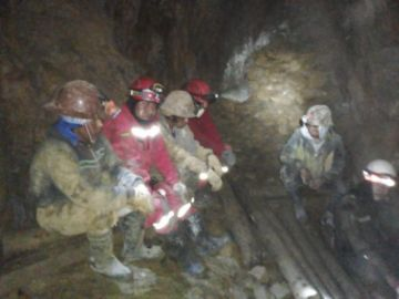 Bomberos suspende labores de rescate de mineros por derrumbes