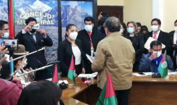 Iris Flores de 20 años de edad asume como Presidenta del Concejo Municipal de El Alto