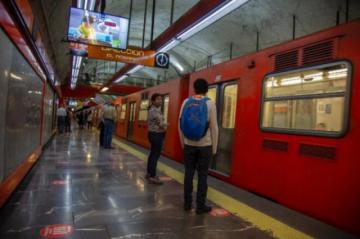 El miedo se apodera de pasajeros tras accidente en metro de Ciudad de México