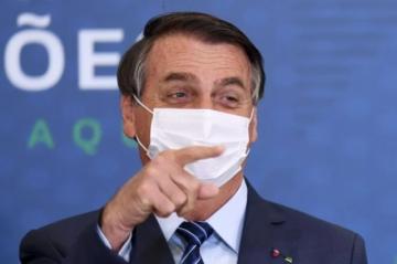 """Bolsonaro insinúa que China creó la pandemia para lanzar una """"guerra química"""""""