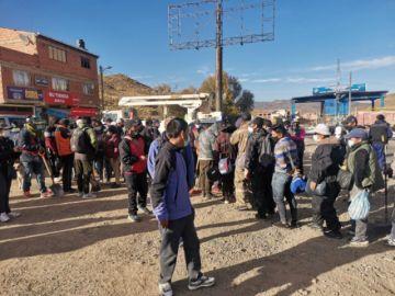 Alcalde de Potosí inicia jornada de limpieza en la salida a Oruro
