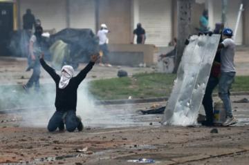 """Venezuela denuncia """"masacre"""" en Colombia tras muertes en manifestaciones"""