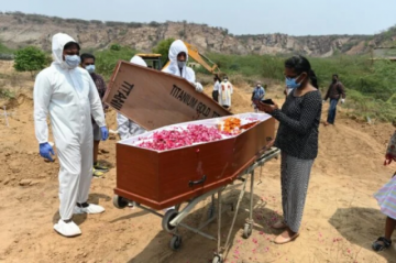 India sobrepasa las 4.000 muertes diarias por covid-19, en medio de debate sobre liberación de patentes