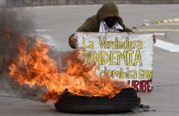 Duque pide fin de bloqueos viales en medio de diálogos para apaciguar crisis en Colombia