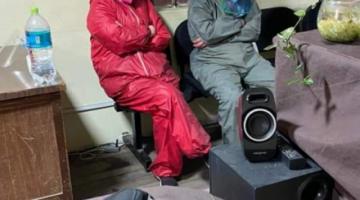 La Paz: Tres ciudadanos chinos fueron aprehendidos por agredir a una anciana que vendía tejidos