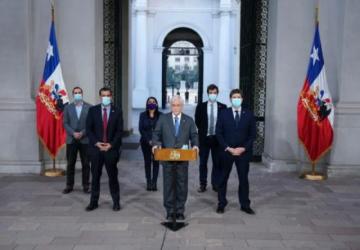 Presidente de Chile promulga ley que permite cambiar el orden de los apellidos